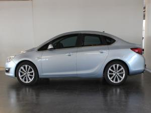 Opel Astra sedan 1.6 Turbo Cosmo - Image 2