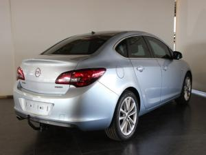 Opel Astra sedan 1.6 Turbo Cosmo - Image 3