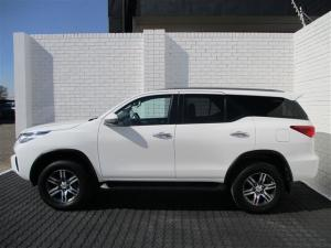 Toyota Fortuner 2.4GD-6 4X4 automatic - Image 3