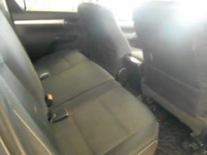 Toyota Hilux 4.0 V6 Raider 4X4 automaticD/C - Image 2