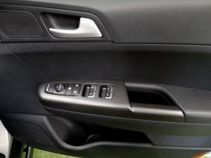 Kia Sportage 2.0 Crdi Ignite + automatic - Image 24