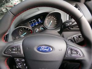Ford Kuga 2.0TDCi AWD ST Line - Image 9
