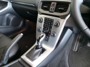 Volvo V40 T3 Inscription auto - Image 11