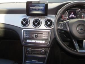 Mercedes-Benz CLA200d Urban automatic - Image 9