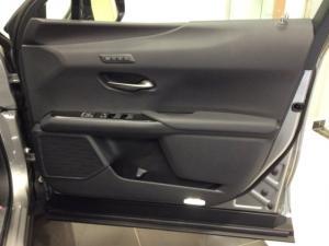 Lexus UX 250h SE - Image 10