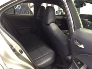 Lexus UX 250h SE - Image 2