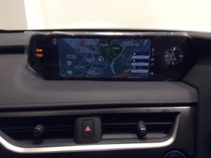 Lexus UX 250h SE - Image 7