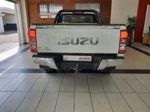 Isuzu KB 300D-Teq LX - Image 3