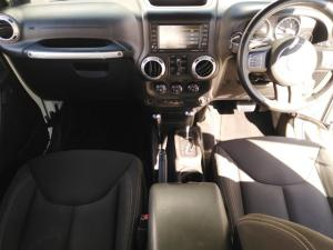 Jeep Wrangler Unlimited 3.6L Sahara - Image 8