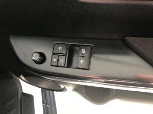 Toyota Hilux 2.4GD-6 SRX - Image 12