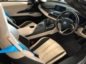 BMW i8 Roadster - Image 14