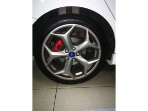 Ford Focus ST 3 - Image 12
