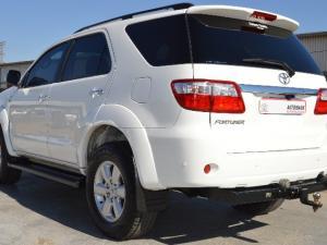 Toyota Fortuner 3.0D-4D auto - Image 3