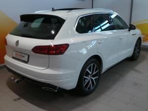 Volkswagen Touareg 3.0 TDI V6 Executive - Image 11