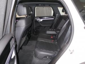 Volkswagen Touareg 3.0 TDI V6 Executive - Image 16