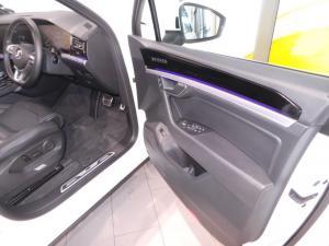 Volkswagen Touareg 3.0 TDI V6 Executive - Image 17