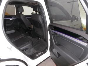 Volkswagen Touareg 3.0 TDI V6 Executive - Image 18