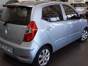 Hyundai i10 1.25 GLS/FLUID - Image 2
