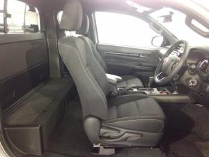 Toyota Hilux 2.8 GD-6 RB Raider 4X4 automaticE/CAB - Image 8