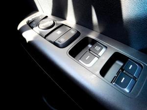 Kia Sportage 2.0 Crdi Ignite + automatic - Image 26