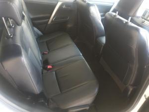 Toyota RAV4 2.2D VX automatic - Image 10
