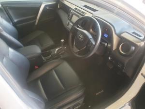 Toyota RAV4 2.2D VX automatic - Image 7
