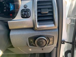 Ford Everest 3.2 TdciXLT automatic - Image 13