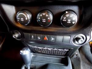 Jeep Wrangler Unltd Sahara 3.6L V6 automatic - Image 23