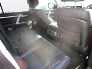Toyota Land Cruiser 200 V8 4.5D VX-R automatic - Image 11