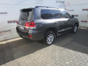 Toyota Land Cruiser 200 V8 4.5D VX-R automatic - Image 17