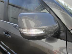 Toyota Land Cruiser 200 V8 4.5D VX-R automatic - Image 3