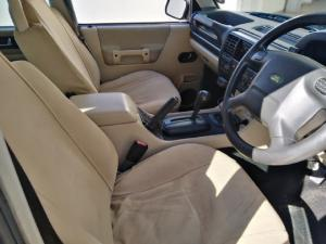 Land Rover Discovery GS TD5 automatic - Image 7