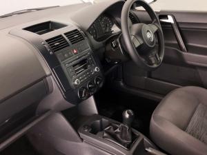 Volkswagen Polo Vivo sedan 1.6 Trendline - Image 4