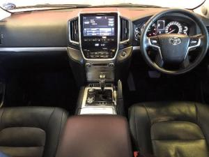 Toyota Land Cruiser 200 V8 4.5D VX-R automatic - Image 6