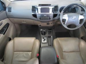 Toyota Fortuner 4.0 V6 automatic 4X4 - Image 8