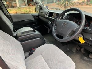 Toyota Quantum 2.7 GL 10-seater bus - Image 8