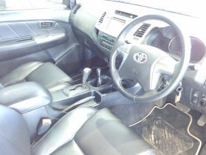 Toyota Hilux 3.0 D-4D Legend 45 4X4 automaticD/C - Image 8