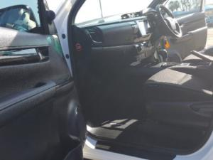 Toyota Hilux 2.8 GD-6 Raider 4X4 automaticD/C - Image 11