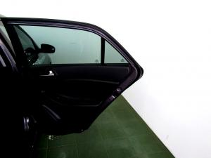 Hyundai i20 1.4 Fluid automatic - Image 10