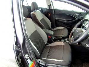 Hyundai i20 1.4 Fluid automatic - Image 13