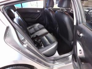 Kia Cerato hatch 2.0 EX - Image 6