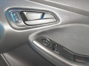 Ford Focus 1.0 Ecoboost Ambiente automatic - Image 12