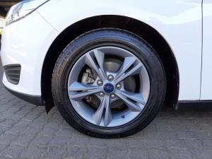Ford Focus 1.0 Ecoboost Ambiente automatic - Image 14