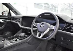 Volkswagen Touareg V6 TDI Executive R-Line - Image 10