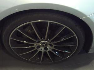 Mercedes-Benz E-Class E200 - Image 3