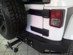 Jeep Wrangler Unlimited 3.6L Sahara - Image 5