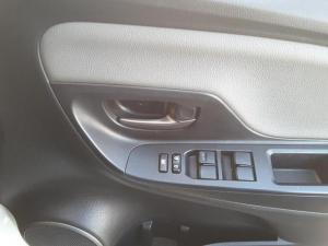 Toyota Yaris 1.3 auto - Image 11