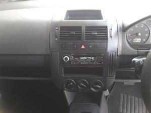 Volkswagen Polo Vivo sedan 1.4 Trendline auto - Image 17