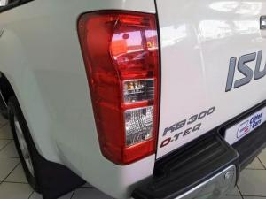 Isuzu KB 300D-Teq double cab LX - Image 5