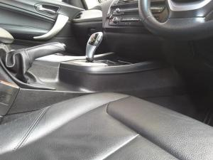 BMW 1 Series 125i 5-door auto - Image 18